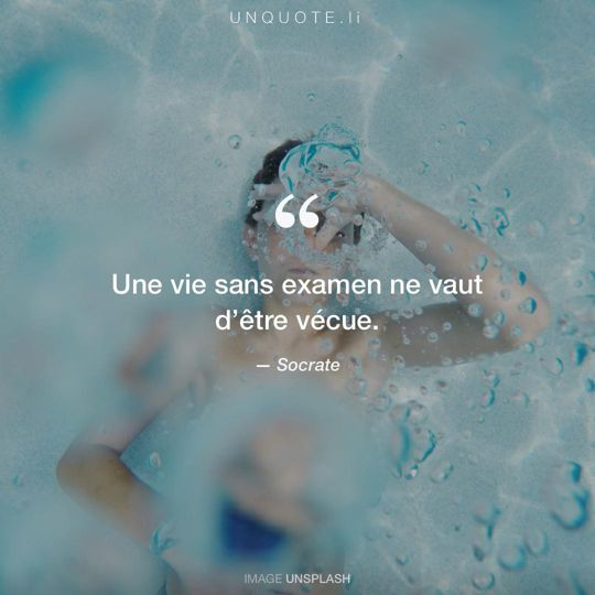 Image d'Unsplash remixée avec citation de Socrate.
