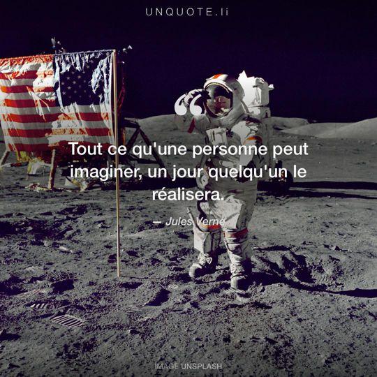 Image d'Unsplash remixée avec citation de Jules Verne.