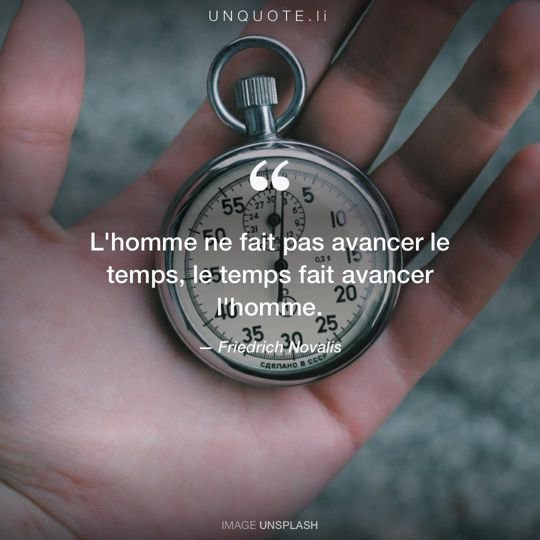 Image d'Unsplash remixée avec citation de Friedrich Novalis.