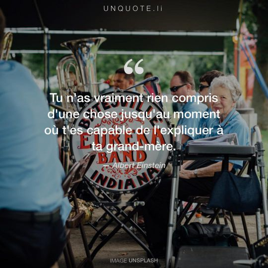 Image d'Unsplash remixée avec citation de Albert Einstein.
